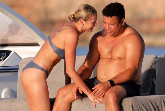 Ronaldo béo gây chú ý khi đi nghỉ mát cùng bạn gái kém 15 tuổi: Vòng 2 vẫn lớn nhưng ngoại hình đã khiến các fan yên tâm phần nào - Ảnh 2.