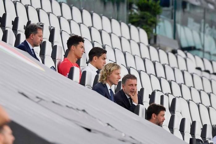 Ronaldo mặc sai dress code trong ngày Juve đăng quang ngôi vô địch Serie A lần thứ 9 liên tiếp - ảnh 2