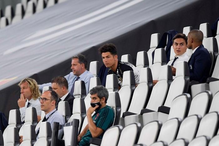 Ronaldo mặc sai dress code trong ngày Juve đăng quang ngôi vô địch Serie A lần thứ 9 liên tiếp - ảnh 7