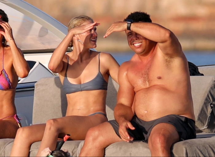 Ronaldo béo gây chú ý khi đi nghỉ mát cùng bạn gái kém 15 tuổi: Vòng 2 vẫn lớn nhưng ngoại hình đã khiến các fan yên tâm phần nào - Ảnh 1.