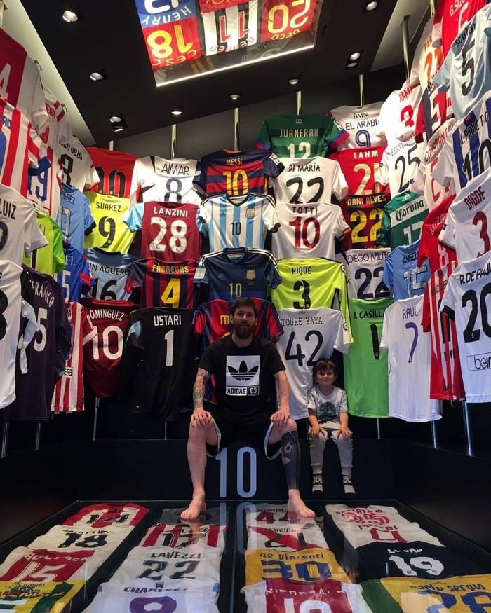 Rời Barcelona, Messi sẽ phải tạm chia tay cuộc sống của một ông hoàng - Ảnh 5.