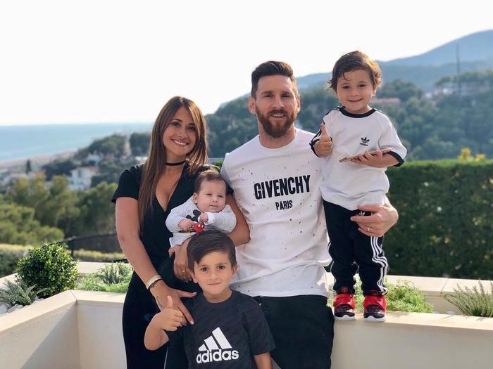 Rời Barcelona, Messi sẽ phải tạm chia tay cuộc sống của một ông hoàng - Ảnh 2.