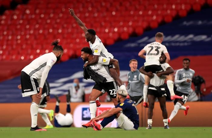 Xác định xong đội bóng cuối cùng dự Ngoại hạng Anh mùa tới sau trận cầu đắt giá nhất hành tinh - Ảnh 7.