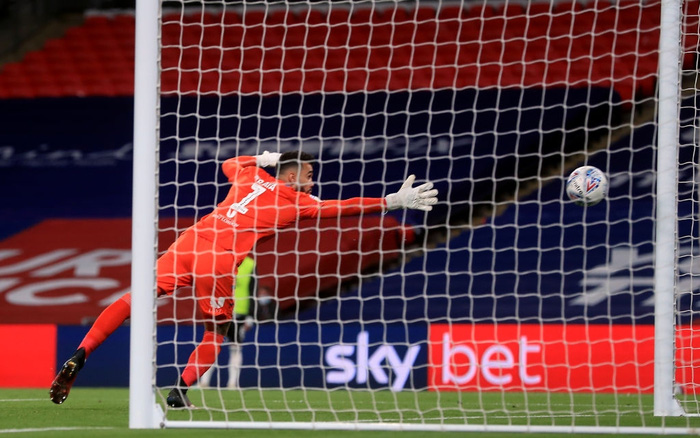 Xác định xong đội bóng cuối cùng dự Ngoại hạng Anh mùa tới sau trận cầu đắt giá nhất hành tinh - Ảnh 4.
