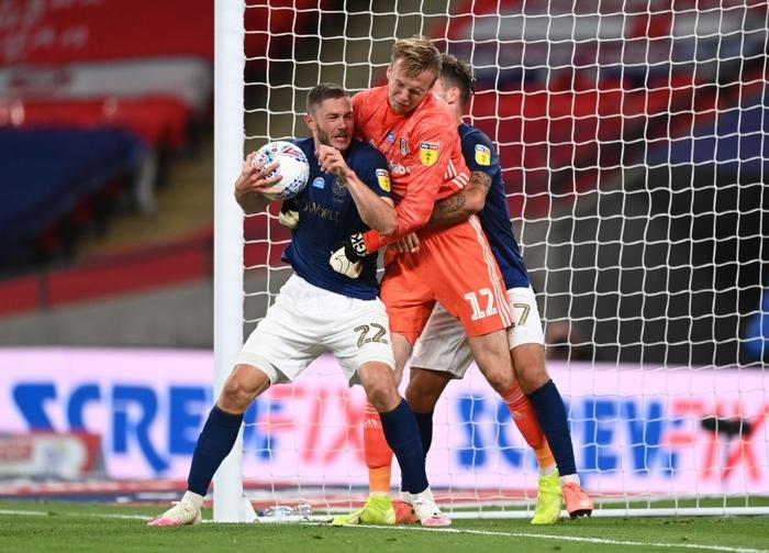 Xác định xong đội bóng cuối cùng dự Ngoại hạng Anh mùa tới sau trận cầu đắt giá nhất hành tinh - Ảnh 6.