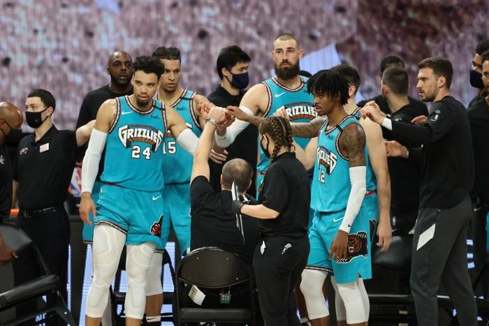 """Điểm mặt những chấn thương đáng tiếc nhất sau 1 tuần NBA tái khởi động: Một số ngôi sao đã phải từ bỏ """"cuộc chơi"""" - Ảnh 5."""