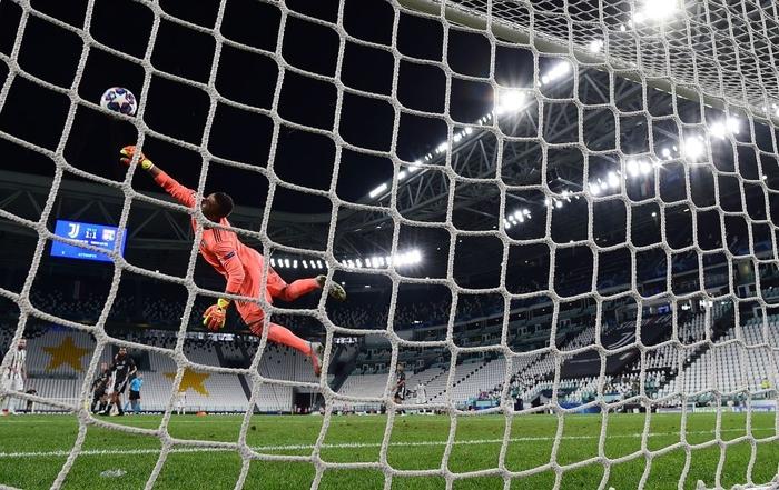 Ronaldo lập cú đúp, Juventus vẫn cay đắng bị loại khỏi Champions League - Ảnh 7.