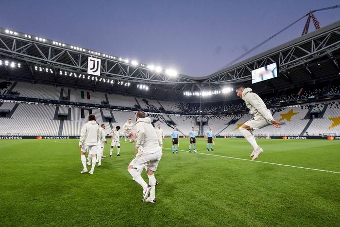 Ronaldo lập cú đúp, Juventus vẫn cay đắng bị loại khỏi Champions League - Ảnh 2.