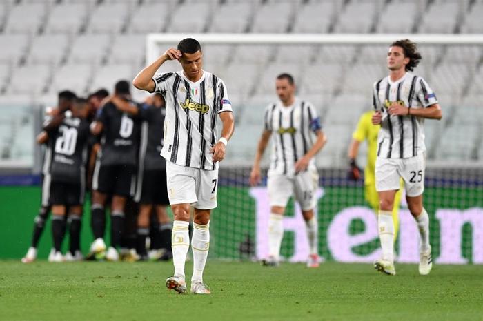 Ronaldo lập cú đúp, Juventus vẫn cay đắng bị loại khỏi Champions League - Ảnh 4.