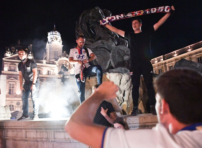 Ronaldo lập cú đúp, Juventus vẫn cay đắng bị loại khỏi Champions League - Ảnh 11.