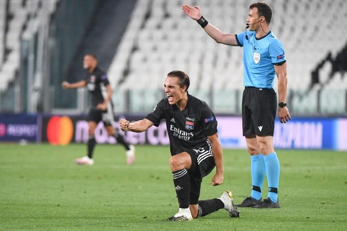 Ronaldo lập cú đúp, Juventus vẫn cay đắng bị loại khỏi Champions League - Ảnh 10.