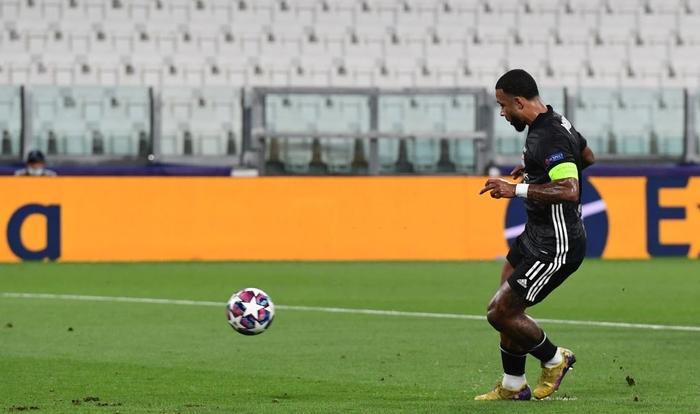 Ronaldo lập cú đúp, Juventus vẫn cay đắng bị loại khỏi Champions League - Ảnh 3.