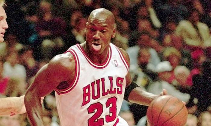 Luka Doncic chính thức đi vào lịch sử NBA khi xô đổ kỷ lục của huyền thoại Michael Jordan - Ảnh 2.
