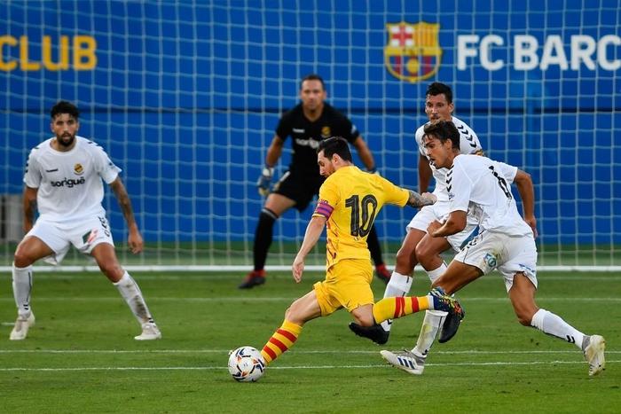 """Messi mờ nhạt ở trận đầu tiên dưới thời tân HLV Koeman, nhưng 3 """"bom xịt"""" của Barca đều nổ súng - Ảnh 5."""