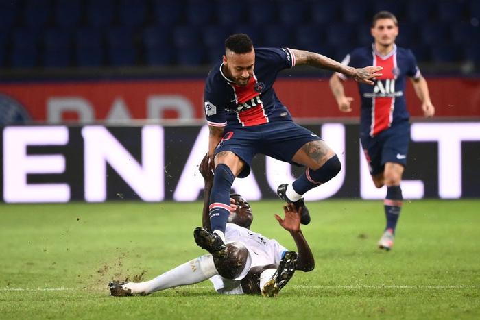 Đấm lén đối thủ trong lúc lộn xộn, Neymar nằm trong số 5 cầu thủ bị đuổi khỏi sân ở trận đấu nóng bậc nhất thế giới - ảnh 1