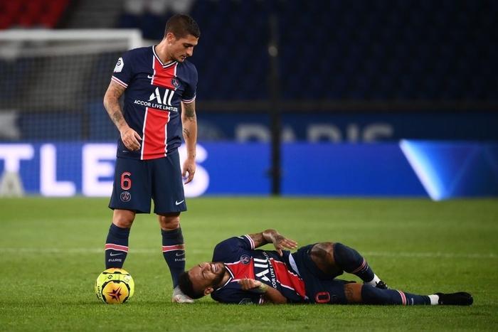Đấm lén đối thủ trong lúc lộn xộn, Neymar nằm trong số 5 cầu thủ bị đuổi khỏi sân ở trận đấu nóng bậc nhất thế giới - ảnh 3