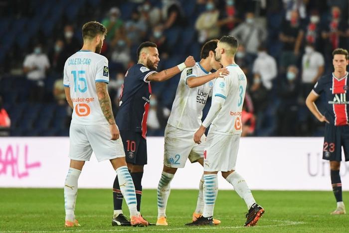 Đấm lén đối thủ trong lúc lộn xộn, Neymar nằm trong số 5 cầu thủ bị đuổi khỏi sân ở trận đấu nóng bậc nhất thế giới - ảnh 4