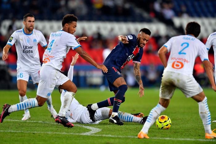 Đấm lén đối thủ trong lúc lộn xộn, Neymar nằm trong số 5 cầu thủ bị đuổi khỏi sân ở trận đấu nóng bậc nhất thế giới - ảnh 2