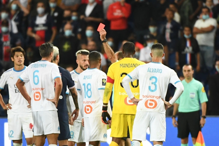 Đấm lén đối thủ trong lúc lộn xộn, Neymar nằm trong số 5 cầu thủ bị đuổi khỏi sân ở trận đấu nóng bậc nhất thế giới - ảnh 7