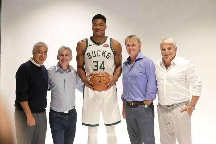 Milwaukee Bucks hứa hẹn tương lai nào để níu kéo Giannis Antetokounmpo? - Ảnh 1.