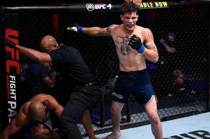 Võ sĩ được UFC ký hợp đồng sau khi hạ đối thủ bằng 16 cú đòn liên tiếp - Ảnh 4.