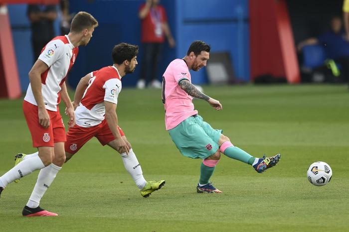 Trong bộ trang phục nấm lùn, Messi lập siêu phẩm theo cách ít thấy - Ảnh 8.