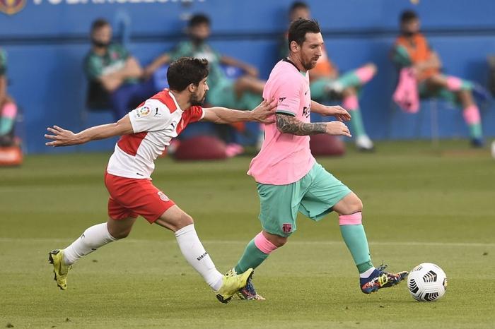 Trong bộ trang phục nấm lùn, Messi lập siêu phẩm theo cách ít thấy - Ảnh 3.