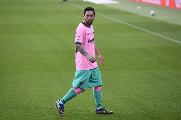 Trong bộ trang phục nấm lùn, Messi lập siêu phẩm theo cách ít thấy - Ảnh 2.