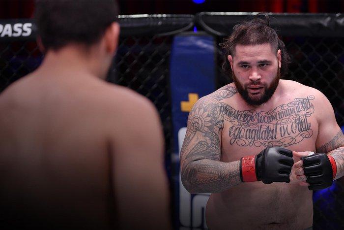 Võ sĩ UFC đối mặt với án tù sau khi đấm vỡ hàm một người đàn ông ở bên ngoài quán bar - Ảnh 1.
