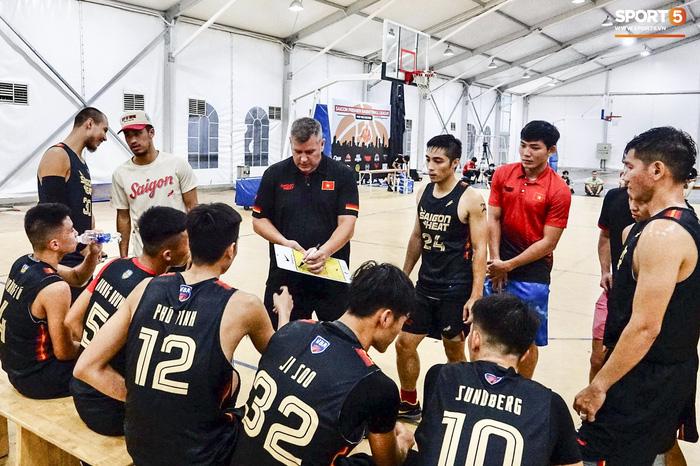 Hội ngộ đồng đội tại đại bản doanh Saigon Heat, Christian Juzang sẵn sàng cho VBA 2020 - Ảnh 9.
