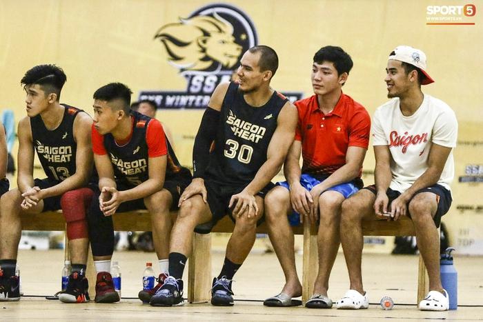 Hội ngộ đồng đội tại đại bản doanh Saigon Heat, Christian Juzang sẵn sàng cho VBA 2020 - Ảnh 7.
