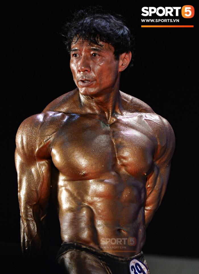 Lực sĩ Việt kiều Tăng Thiệu Cường lần thứ 3 vô địch thể hình lão tướng quốc gia: Body vạn người mê, tuổi 54 vẫn khiến thanh niên ngả mũ thán phục - Ảnh 6.