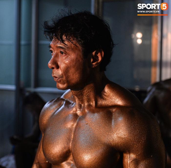 Lực sĩ Việt kiều Tăng Thiệu Cường lần thứ 3 vô địch thể hình lão tướng quốc gia: Body vạn người mê, tuổi 54 vẫn khiến thanh niên ngả mũ thán phục - Ảnh 2.