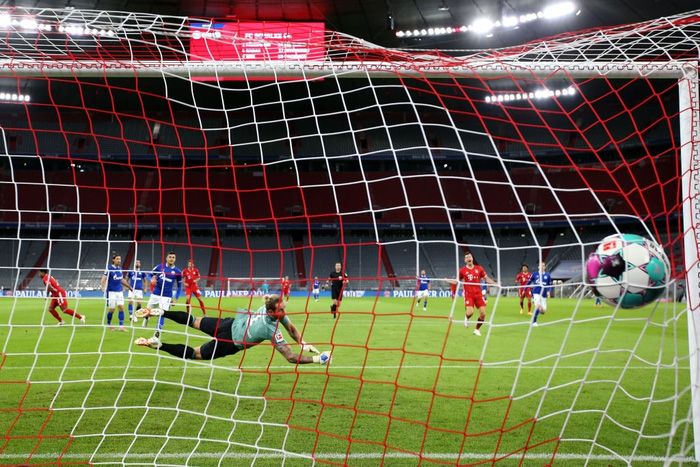 Nhà vô địch châu Âu tái hiện chiến thắng kinh hoàng 8 bàn trước Barcelona trong trận khai màn Bundesliga - Ảnh 4.