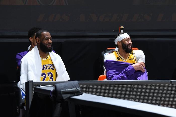 Nikola Jokic gặp rắc rối với lỗi cá nhân, Denver Nuggets sớm đầu hàng trước Los Angeles Lakers ở game 1 - Ảnh 3.