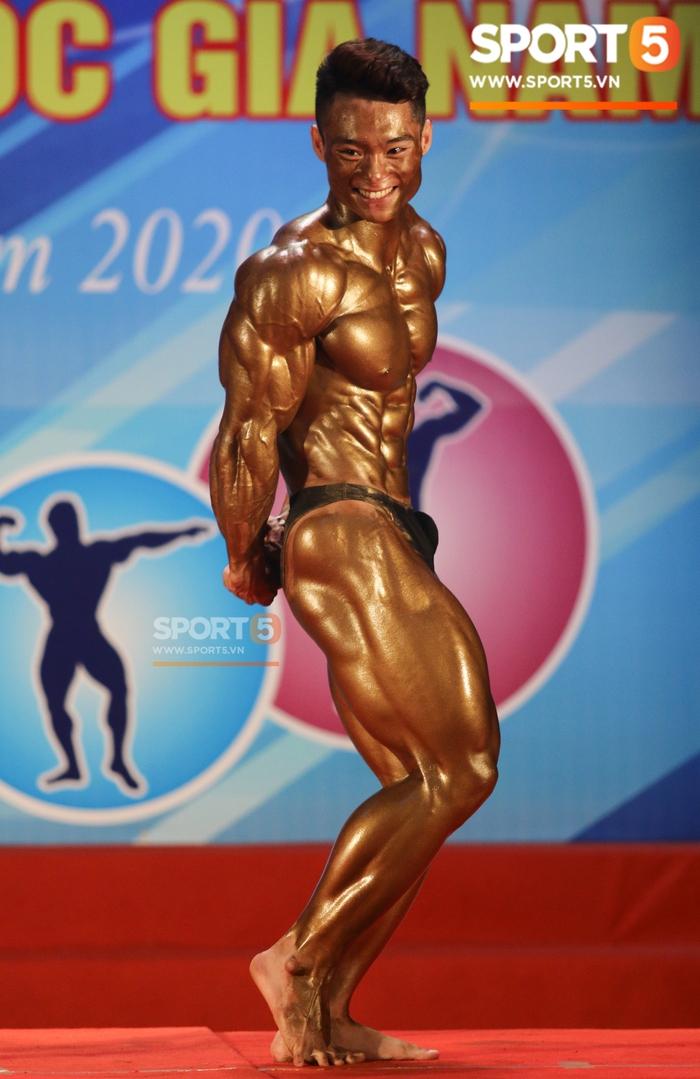 """Hot boy 2K """"mặt học sinh, thân hình chiến binh"""" Nguyễn Văn Quốc giành cả 2 HCV ở hạng 80 cân tại giải Cúp CLB thể hình toàn quốc - Ảnh 4."""