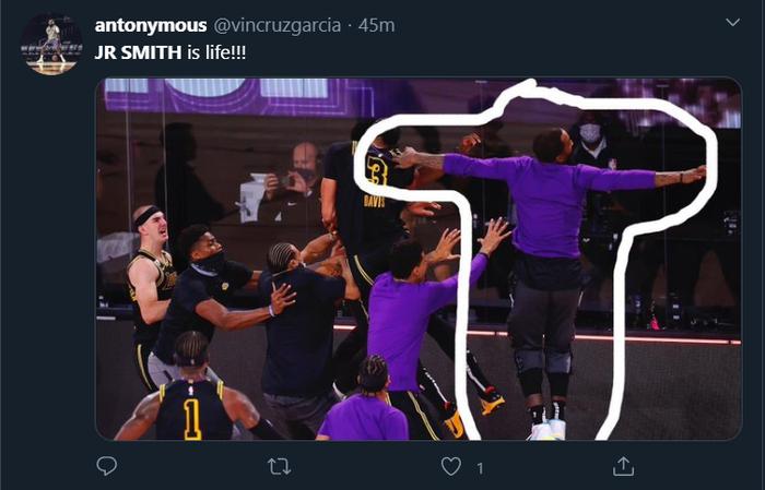 """Xem ngay những khoảnh khắc muốn """"độn thổ"""" của JR Smith trong game 2 chung kết miền Tây NBA 2020 - Ảnh 6."""