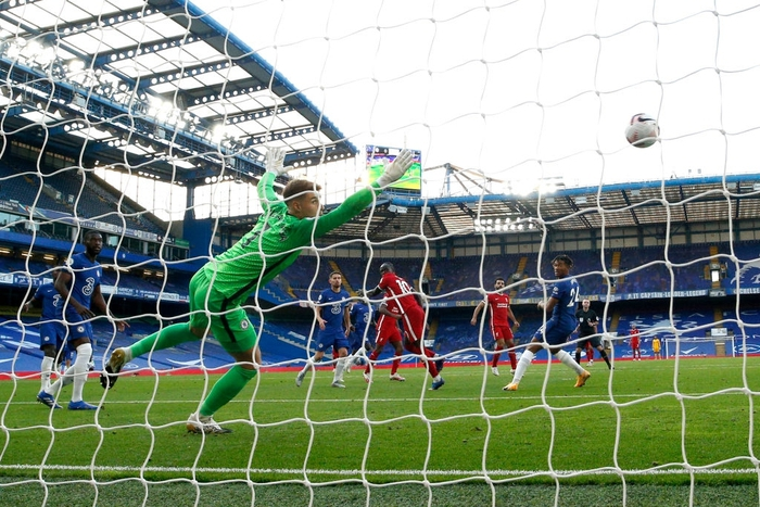 Tấm thẻ đỏ bước ngoặt, sai lầm tai hại và quả đá phạt đền chân sáo hỏng ăn khiến Chelsea gục ngã trước Liverpool - Ảnh 4.