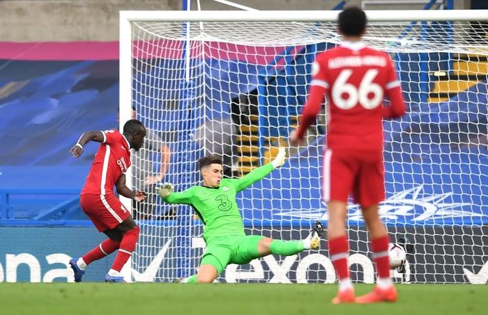 Tấm thẻ đỏ bước ngoặt, sai lầm tai hại và quả đá phạt đền chân sáo hỏng ăn khiến Chelsea gục ngã trước Liverpool - Ảnh 5.