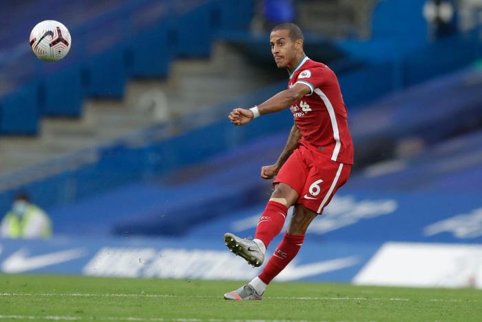 Tấm thẻ đỏ bước ngoặt, sai lầm tai hại và quả đá phạt đền chân sáo hỏng ăn khiến Chelsea gục ngã trước Liverpool - Ảnh 3.