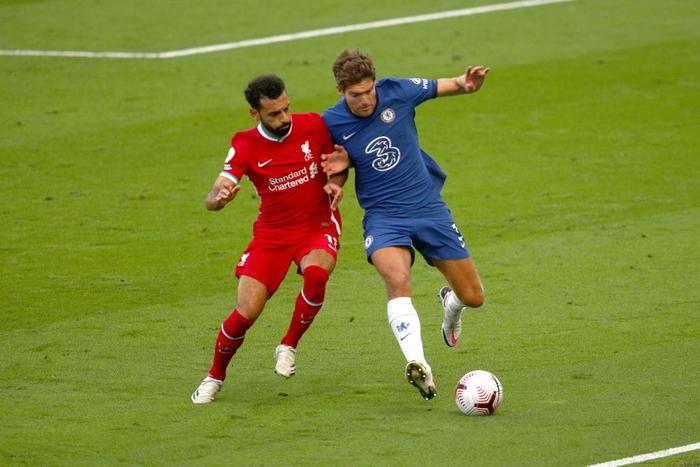 Tấm thẻ đỏ bước ngoặt, sai lầm tai hại và quả đá phạt đền chân sáo hỏng ăn khiến Chelsea gục ngã trước Liverpool - Ảnh 1.