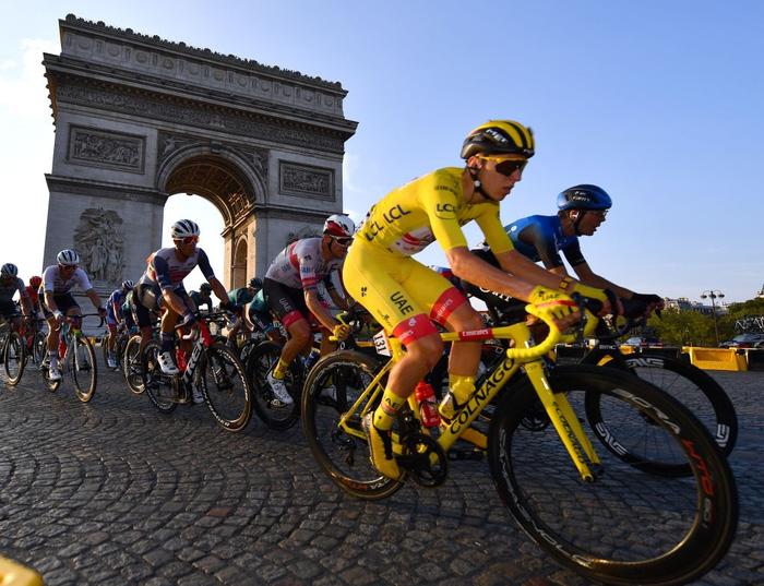 Pogacar trở thành nhà vô địch Tour de France trẻ nhất lịch sử trong vòng 111 năm - Ảnh 2.