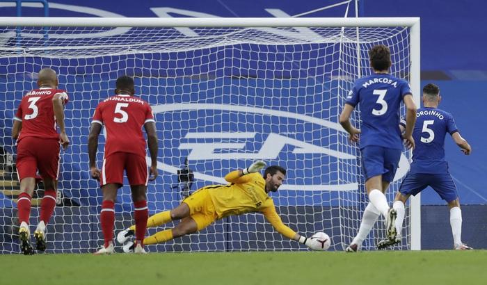 Tấm thẻ đỏ bước ngoặt, sai lầm tai hại và quả đá phạt đền chân sáo hỏng ăn khiến Chelsea gục ngã trước Liverpool - Ảnh 8.
