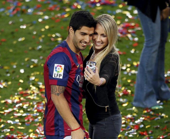 Luis Suarez rời Barcelona, nơi lưu giữ kỷ niệm về mối tình tuổi teen đẹp như mơ - Ảnh 2.