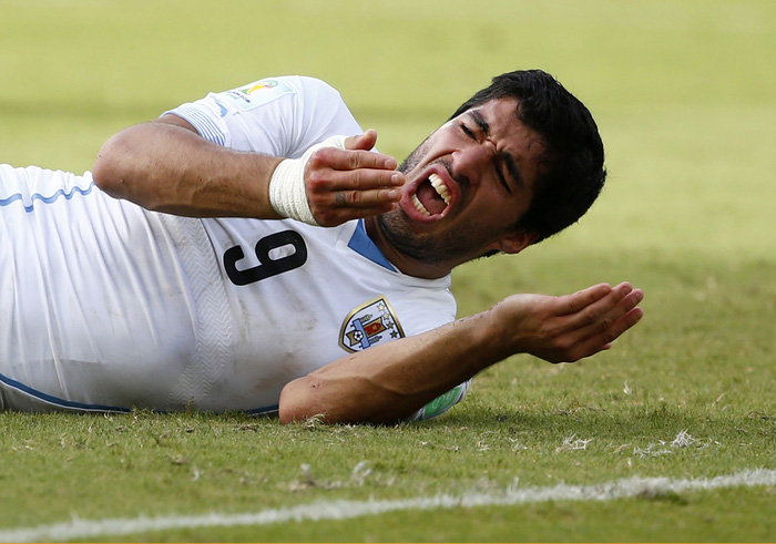 Cuộc tình Suarez-Barca: 6 năm bắt đầu và kết thúc bằng những giọt nước mắt - Ảnh 1.