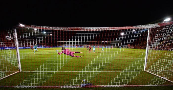 Đối thủ cũ của Công Phượng tỏa sáng với cú đúp bàn thắng giúp Liverpool đại thắng 7-2 - Ảnh 3.