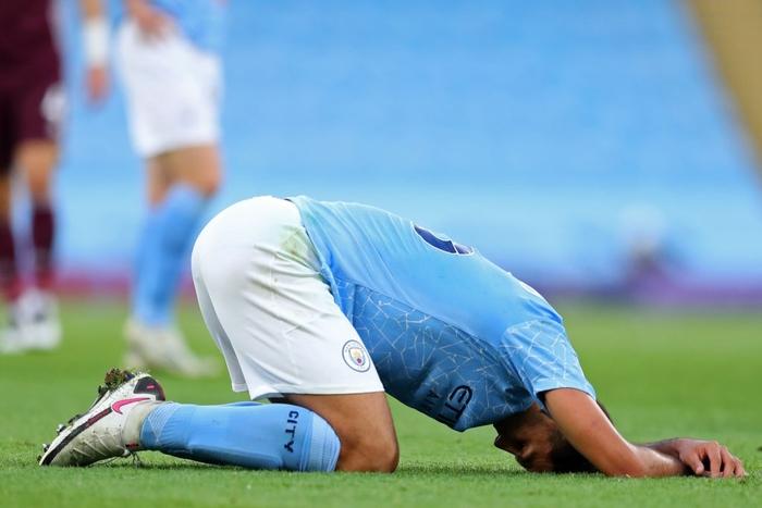 Cú sốc ở vòng 3 Ngoại hạng Anh: Ứng viên vô địch Man City thua thảm 2-5 ngay trên sân nhà - Ảnh 1.