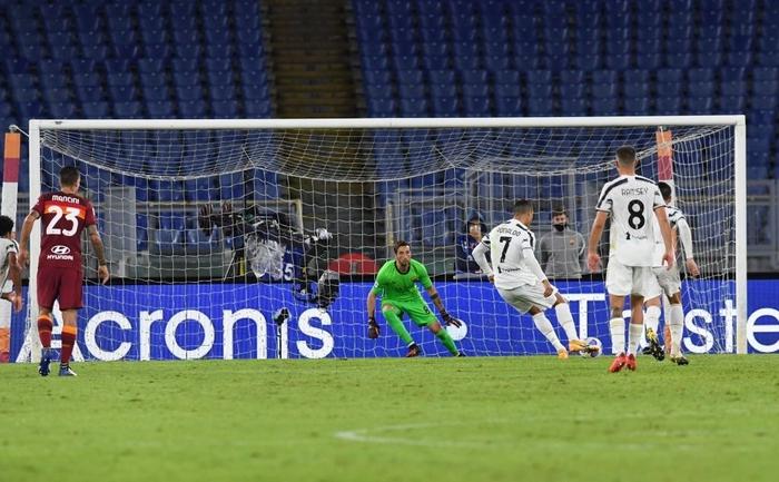 Ronaldo chói sáng với cú đúp bàn thắng cứu Juventus thoát thua ở thành Rome - ảnh 4