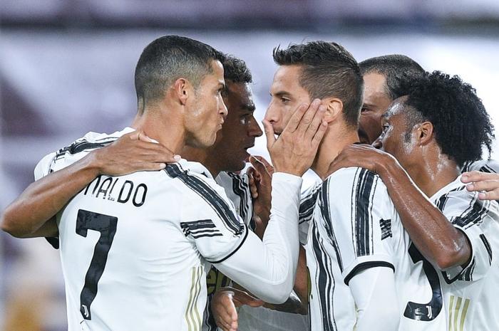 Ronaldo chói sáng với cú đúp bàn thắng cứu Juventus thoát thua ở thành Rome - ảnh 8