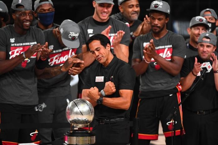 HLV Erik Spoeltra: Thành công đến từ mỗi nấc thang trong sự nghiệp tại Miami Heat - Ảnh 1.